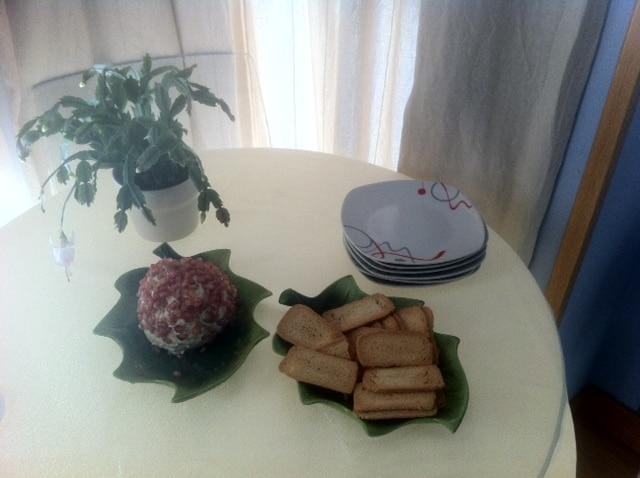 Bola de queso con granada: un manjar al paladar