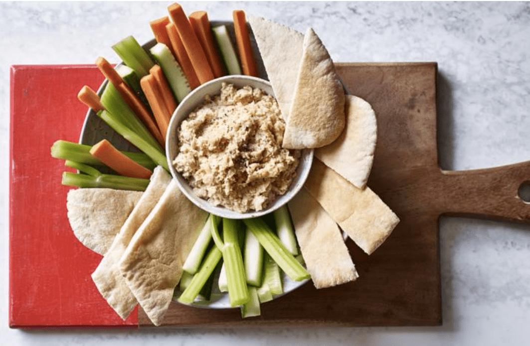 Preparar hummus, una opción para el picoteo